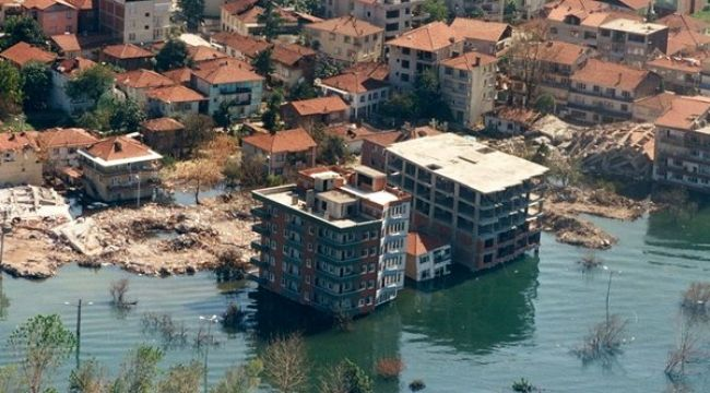 17 Ağustos Depremi'nin üzerinden 22 yıl geçti... 17 Ağustos Depremi nerede ve kaç şiddetinde oldu, Kaç kişi öldü?